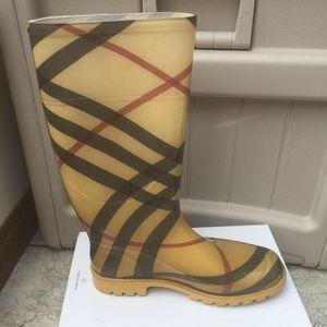Burberry Nova Check Rubber Rain Boots